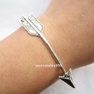 Arrow charm bracelet, girlfriend gi..