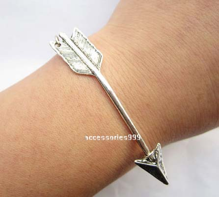 Arrow charm bracelet, girlfriend gifts
