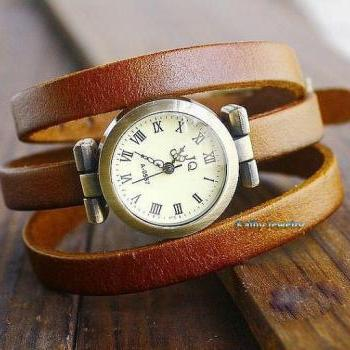 Men and women rivets bracelet watches, leather bracelet wrist watches,